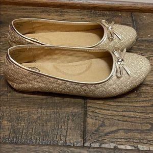 Girls size 4 gold sparkled shoe